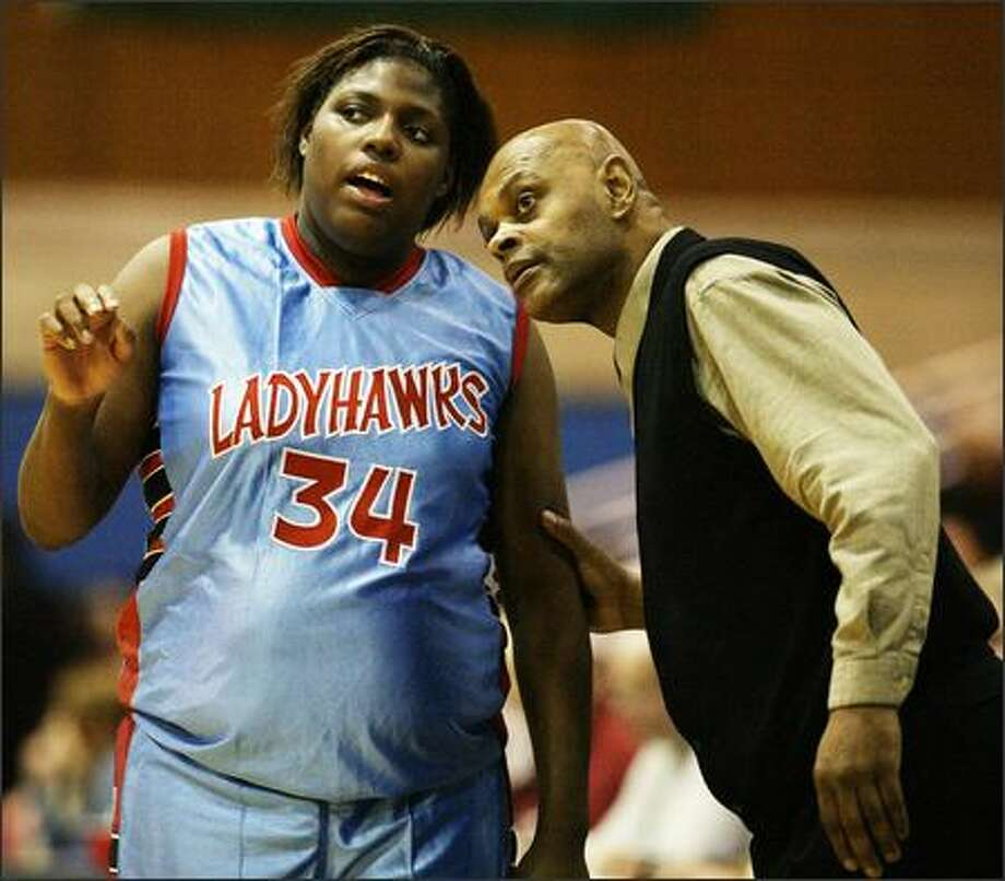 Sealth's Regina Rogers confers with coach Ray Willis during the Seahawks' Sea-King District quarterfinal victory over Holy Names. Photo: Mike Urban/Seattle Post-Intelligencer