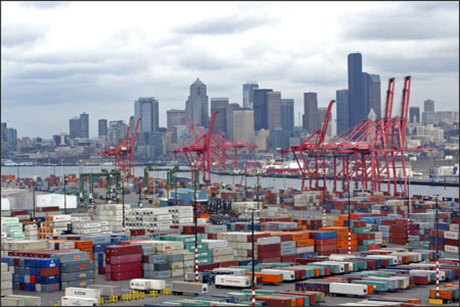 The Port of Seattle seen from the West Seattle Bridge. Six other U.S. ports are at the center of a security controversy. Photo: Karen Ducey/Seattle Post-Intelligencer