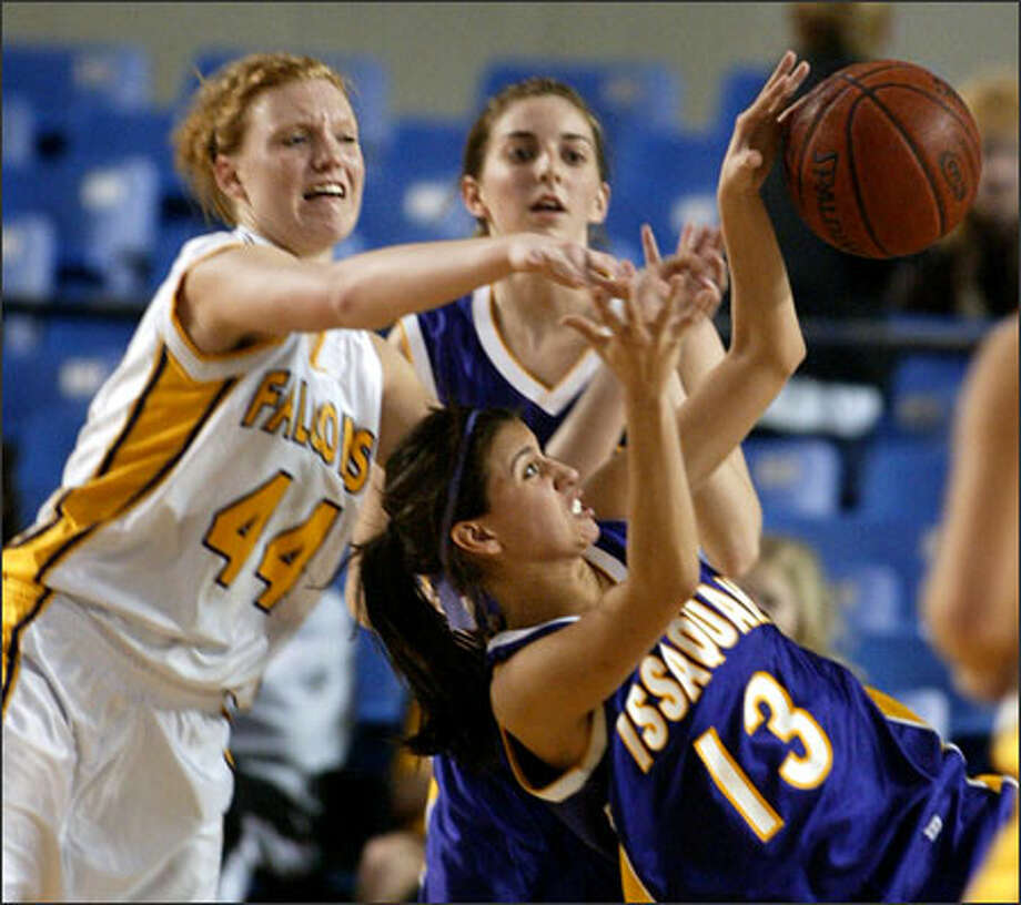 Issaquah's Melissa Richardson, who scored a game-high 16 points, falls backward in a rebounding battle with Hanford's Brittany Quick. Photo: Scott Eklund/Seattle Post-Intelligencer / Seattle Post-Intelligencer