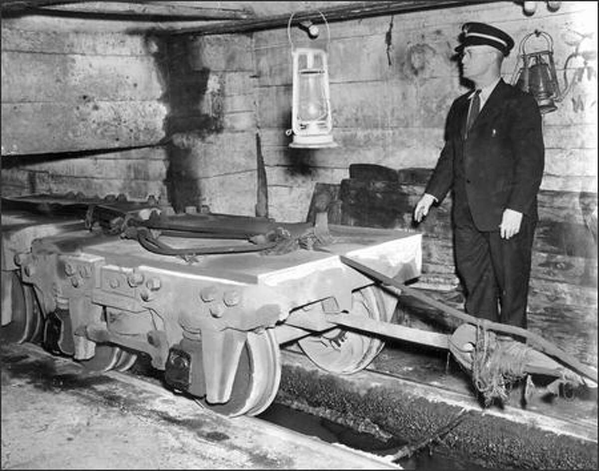W.W. Wiley had charge of the counterbalance starting in 1912. When a streetcar was going up the hill, he'd hook it up to a cable on the counterbalance.