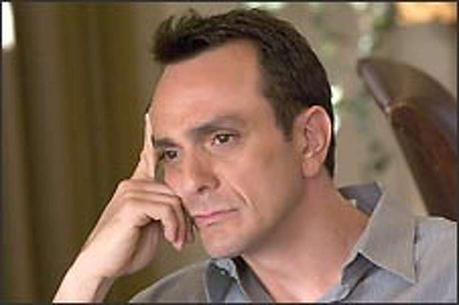 Hank Azaria ponders how his Showtime series could be made even more generic. / ©Showtime 2006
