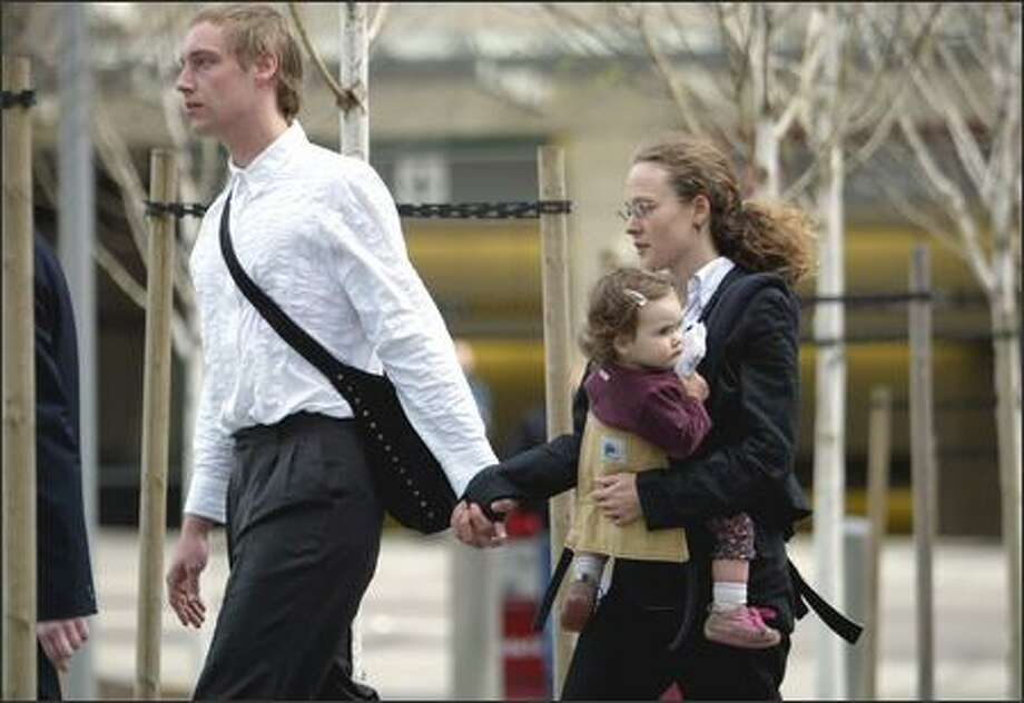 Briana Waters enters the federal courthouse in Seattle Thursday with her daughter and husband. Waters was charged with helping set a fire at the UW's horticulture center in 2001. Photo: Joshua Trujillo/Seattle Post-Intelligencer