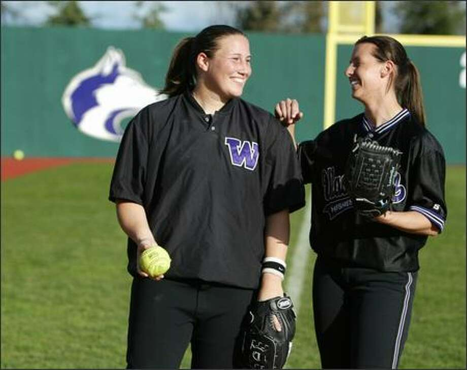 Seniors Sarah Hyatt, left, and Aimee Minor provide leadership, bonding a Washington softball program that could have fallen apart. Photo: Scott Eklund/Seattle Post-Intelligencer