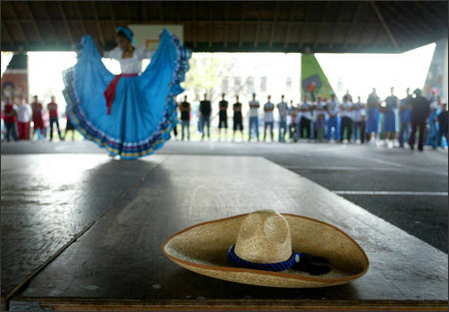 Mexican dancer Rebecca Silva, 10, performs at center court as players line the edges during opening ceremonies Sunday for Seattle's Liga Latina de Basketball. Photo: Joshua Trujillo/Seattle Post-Intelligencer / Joshua Trujillo / Seattle Post-Intelligencer