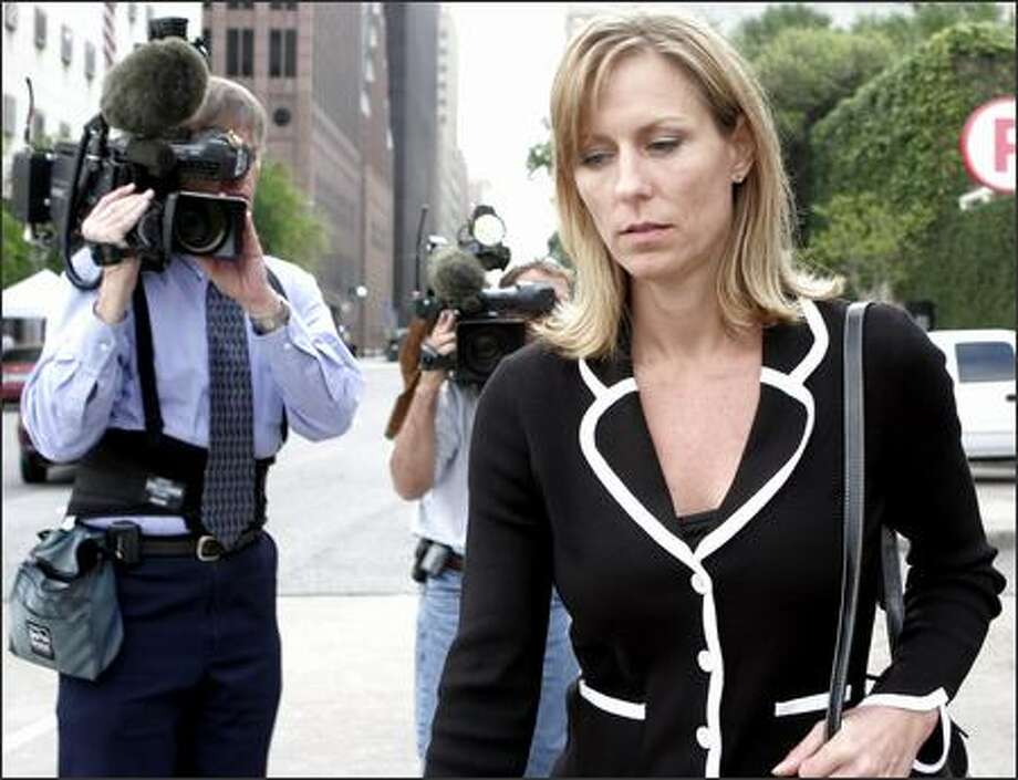 Former Enron employee Joannie Williamson leaves the courthouse after testifying in the fraud and conspiracy trial of former Enron executives Kenneth Lay and Jeffrey Skilling in Houston on Monday. Photo: / Associated Press