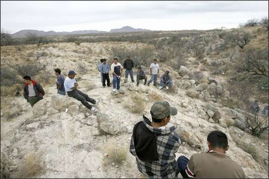 Mexicans prepare to cross into Arizona, encouraged by a possible guest-worker program in the United States. Photo: / Associated Press