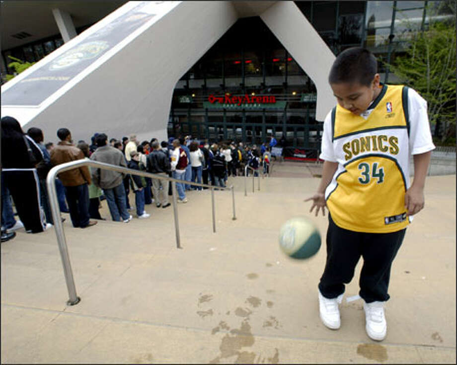 Buddy Brendible, 11, of Auburn dribbles a basketball while waiting to go through the security checkpoint at KeyArena. Photo: Jim Bryant/Seattle Post-Intelligencer