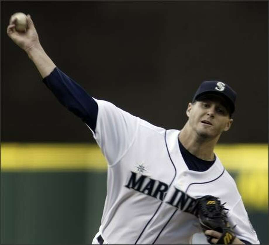 Mariners starting pitcher Gil Meche throws to San Diego Padres' Mike Cameron, striking him out, in the first inning. (AP Photo/Jim Bryant) Photo: /Associated Press