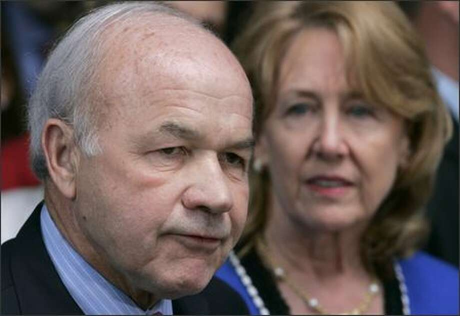 Kenneth and Linda Lay meet reporters Thursday after the verdicts. Photo: / Associated Press