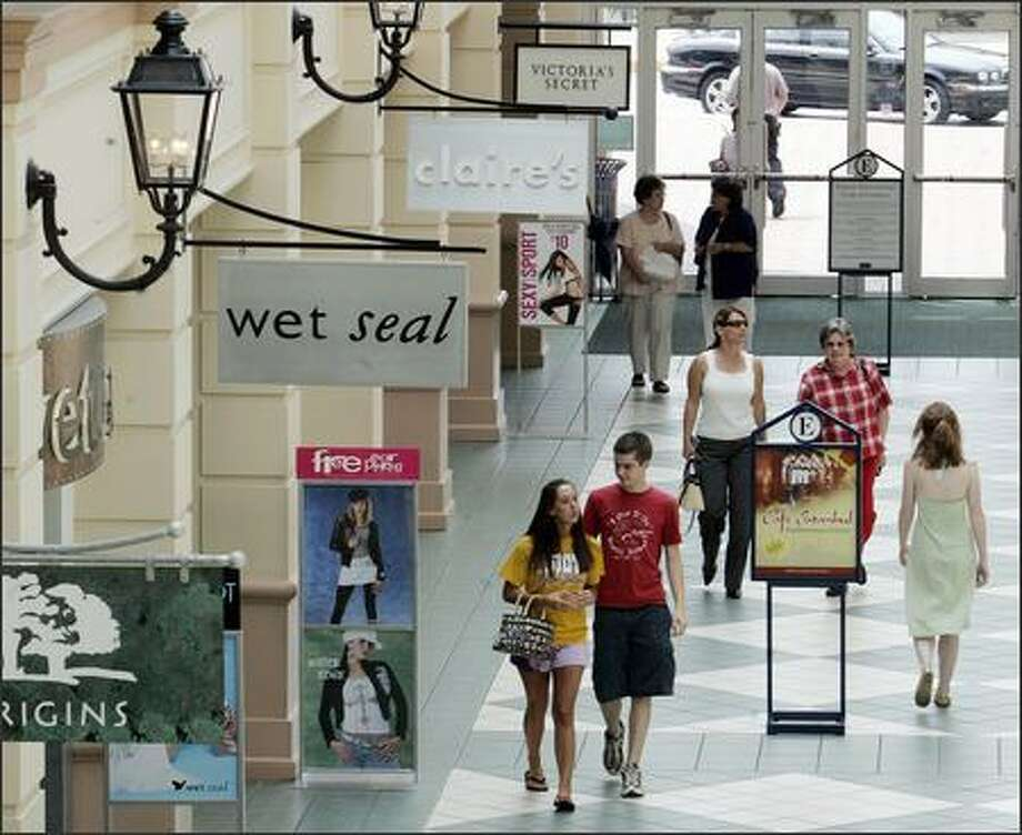 Consumers are getting increasingly worried about the economy's overall future, but Americans still are spending, such as these shoppers Wednesday at the Easton Town Center in Columbus, Ohio. Photo: / Associated Press