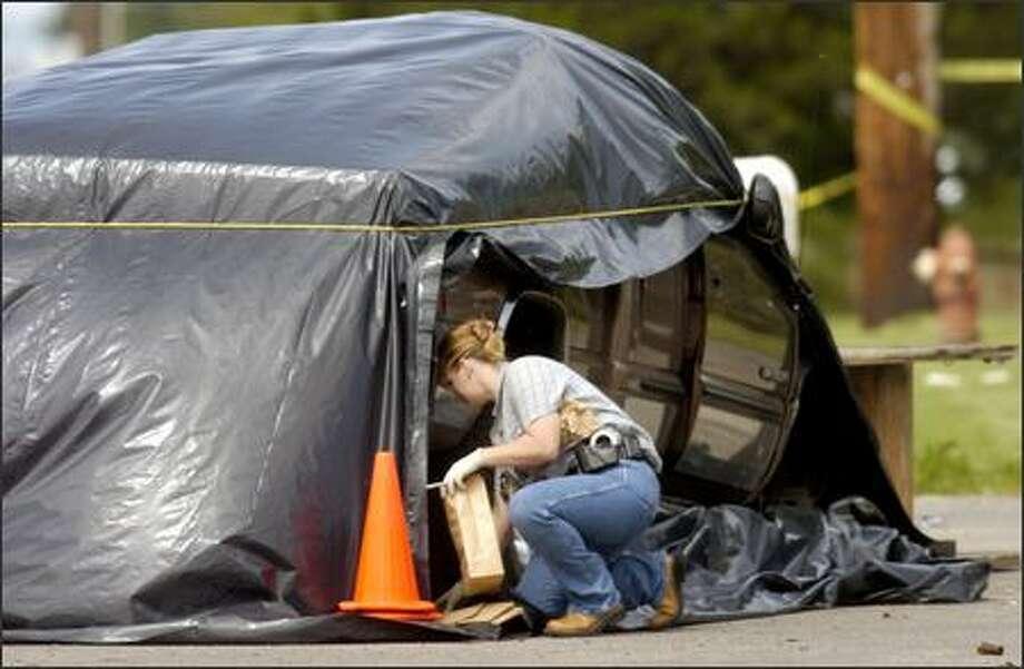 Woman's severed head found at fatal crash scene - seattlepi com
