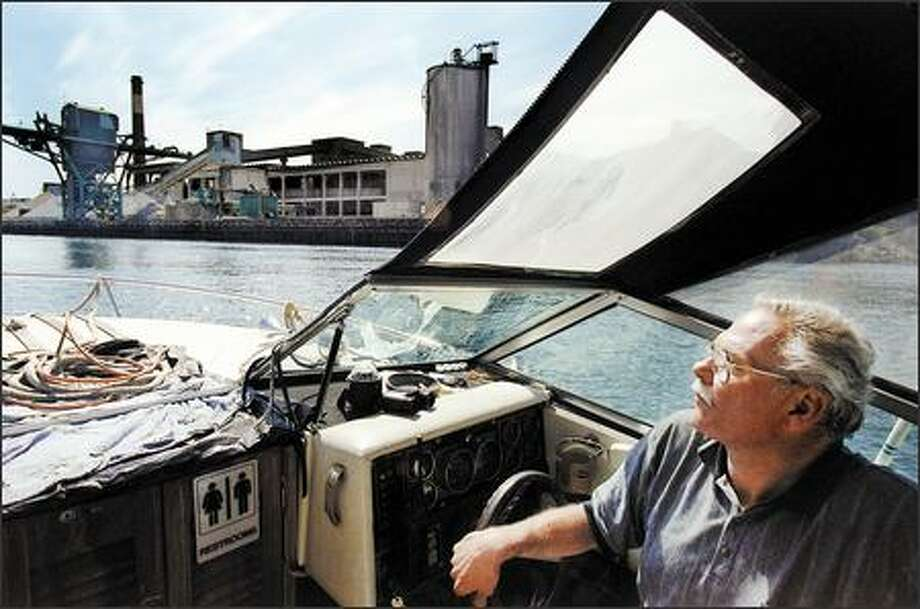John Beal, steering his boat upstream on the Duwamish River in 2002, spearheaded efforts to restore habitat along the river. (P-I file) Photo: Paul Joseph Brown/Seattle Post-Intelligencer