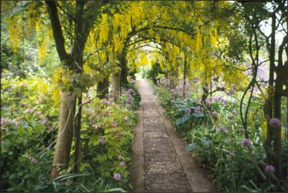 Sky Garden Walk: NW Gardens: The Sky's The Limit When It Comes To Arches