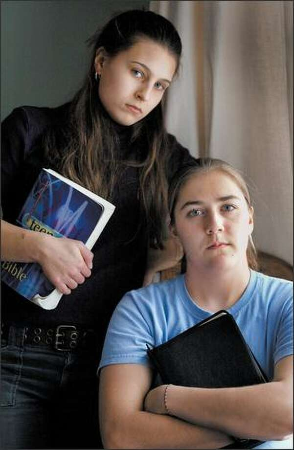Sarice Undis, left, and Julianne Stewart sued their school, Kentridge High, several years ago after their Bible club proposal met resistance. Photo: Dan DeLong/Seattle Post-Intelligencer