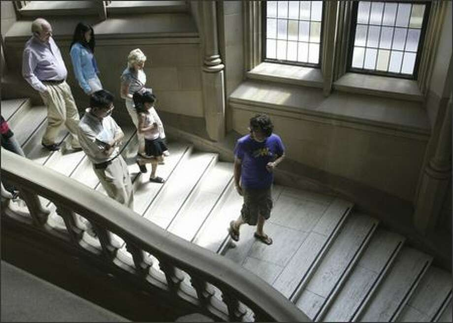 University of Washington senior and tour guide Sam Flanigan takes high school students and their parents on a tour of the Suzzallo Library. Photo: Gilbert W. Arias/Seattle Post-Intelligencer