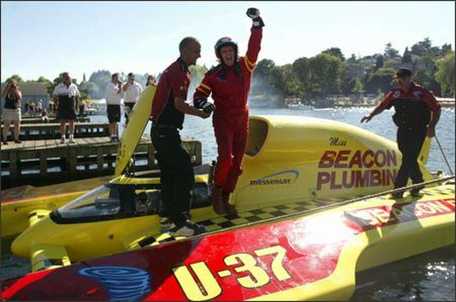 Jean Theoret salutes his unlimited hydroplane pit crew after piloting the U-37 Miss Beacon Plumbing to his second consecutive victory in the Chevrolet Cup at Seafair on Lake Washington. Photo: Joshua Trujillo/Seattle Post-Intelligencer