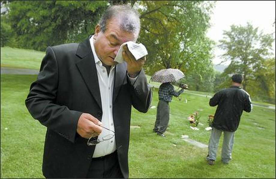 Unmarked graves may hold his sister, niece - seattlepi com