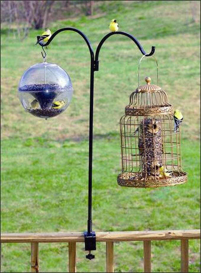 This double-arm bracket can hold two feeders. Photo: /