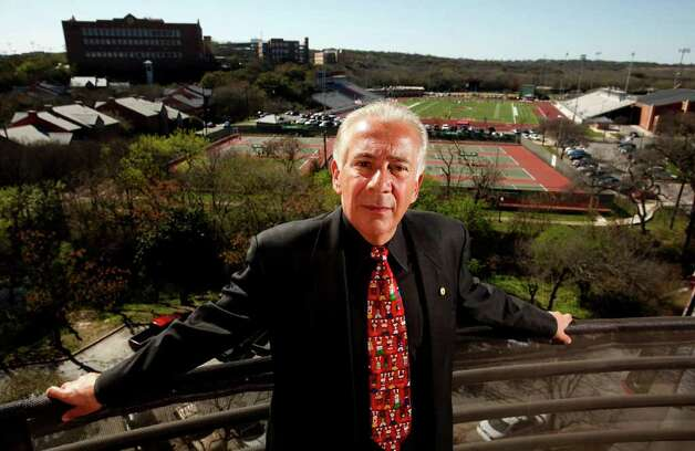 University of the Incarnate Word President Lou Agnese on the balcony of his penthouse home on the campus. He was inaugurated as IWC president in March 1986. Photo: William Luther/Express-News / SAN ANTONIO EXPRESS-NEWS