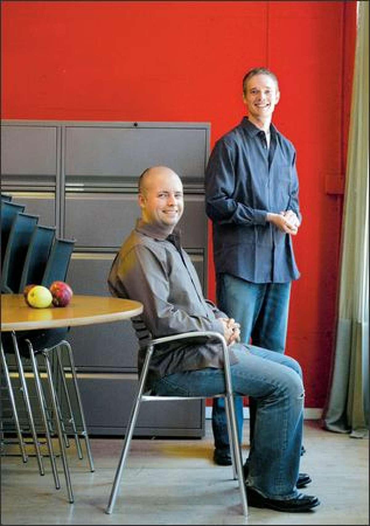 Josh Hug, left, and Kevin Beukelman are launching Shelfari today, a Web site that allows people to list book titles, write reviews, recommend books to friends. Hug is president; Beukelman, chief architect.