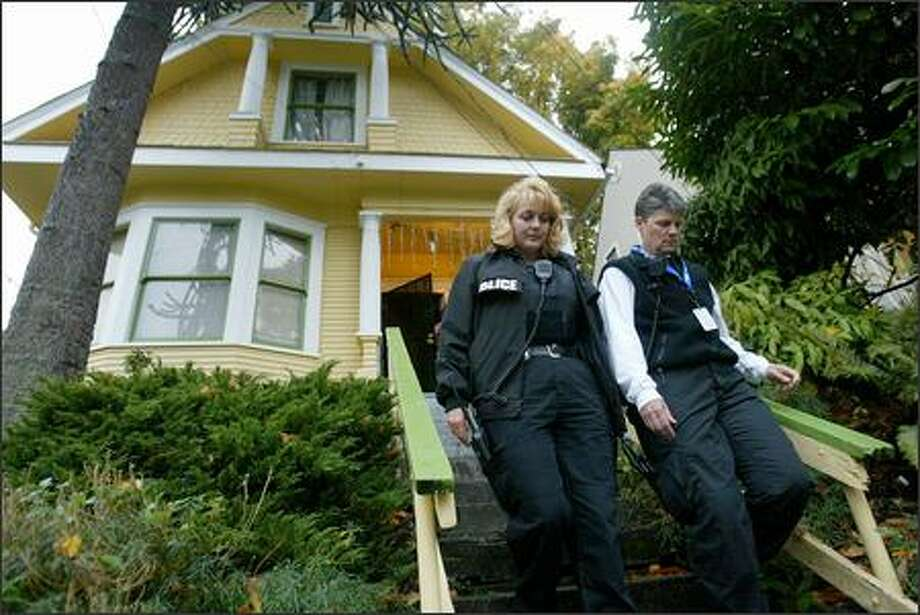 Detective Pamela St. John, left, and Sgt. Deb Nicholson did not find the wanted person. Photo: Paul Joseph Brown/Seattle Post-Intelligencer