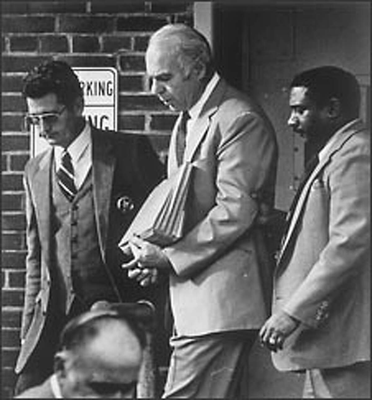 Edwin Wilson, center, is escorted from the U.S. Courthouse in Alexandria, Va., by U.S. marshals in 1982, when he was convicted of illegally shipping guns to Libya.