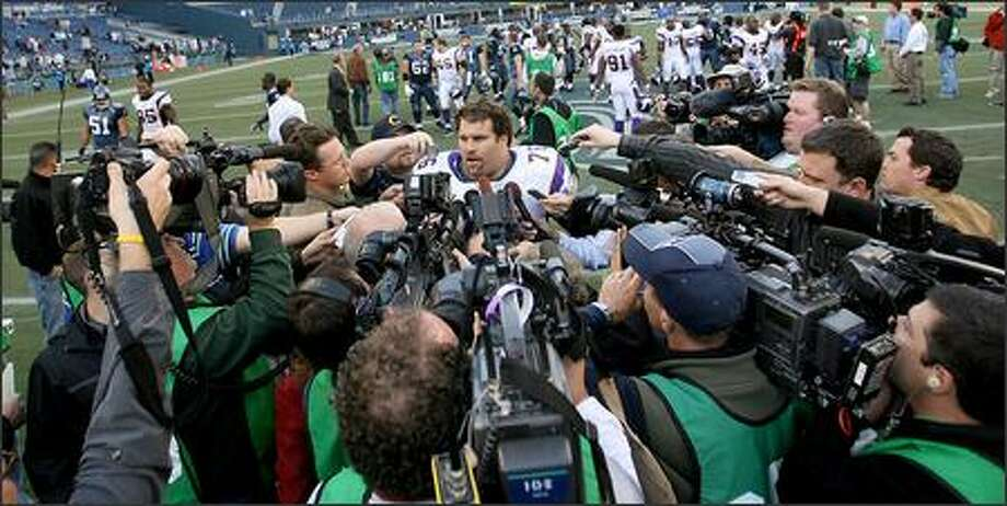 """Vikings guard Steve Hutchinson said he had hoped Seattle fans would take the high road upon his return to Qwest Field. He left for Minnesota after the team included a contentious ''poison pill"""" in his contract. Photo: Scott Eklund/Seattle Post-Intelligencer"""