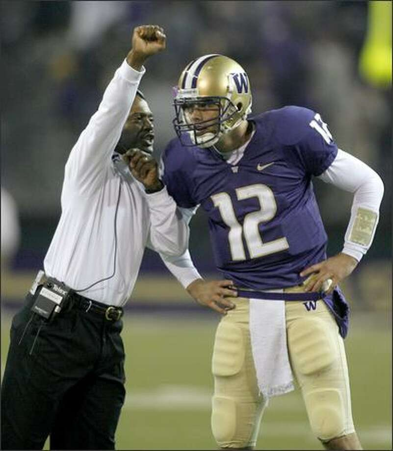 UW coach Tyrone Willingham gives backup quarterback Johnny DuRocher a little advice near the end of the fourth quarter as the Huskies drove to tie the game 20-20. View a gallery of game photos. Photo: Grant M. Haller/Seattle Post-Intelligencer