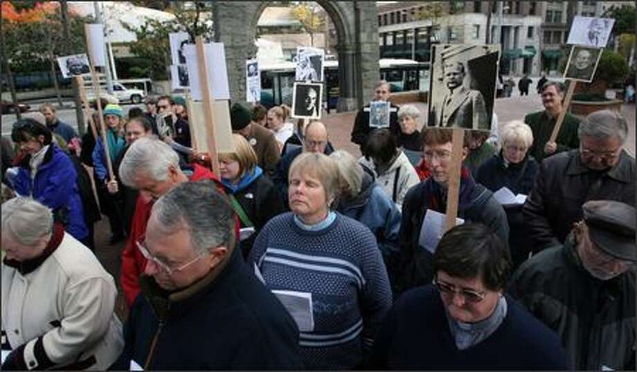 Progressive Christians opposed to the Iraq war pray after a rally at the Federal Building in Seattle on Wednesday. Organizers say U.S. foreign policy is at odds with Christian belief. Photo: Scott Eklund/Seattle Post-Intelligencer