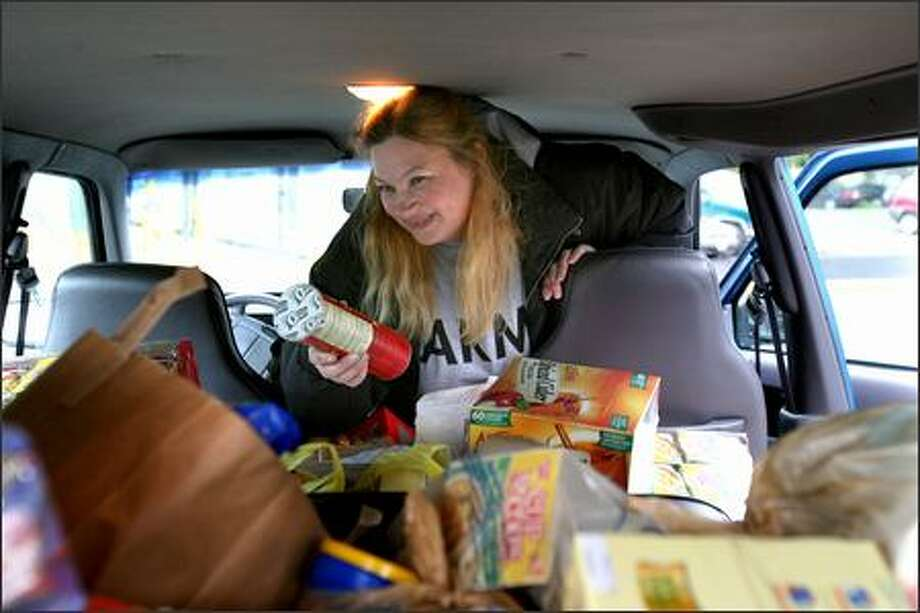 Brenda Skylstad loads items donated by Stevens Hospital employees for her daughter's Army unit in Iraq into her brother's van in the hospital's parking lot in Edmonds on Tuesday. Her 24-year-old daughter, Angela Hill-Espinoza, is an Army diesel mechanic in Iraq. Photo: Grant M. Haller/Seattle Post-Intelligencer