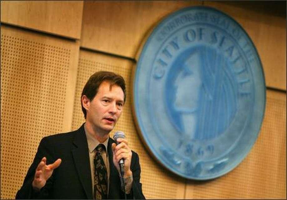 Peter Steinbrueck won't seek new council term. Photo: / P-I File