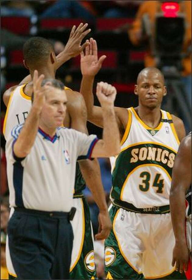 Ray Allen gets a high five from Rashard Lewis after being fouled by Bobcat Adam Morrison in the second half. Photo: Joshua Trujillo/Seattle Post-Intelligencer