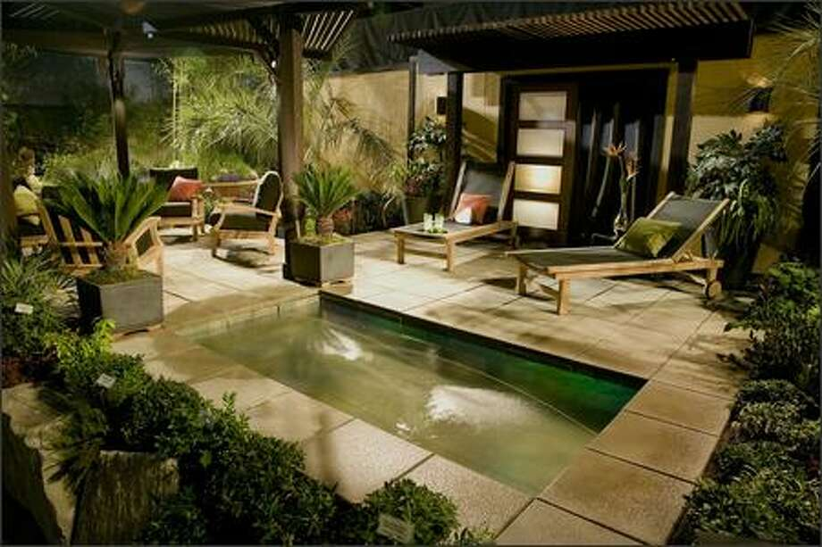 "In Le Jardin's NWFGS entry, ""Mojito, designer Karen Stefonick used the sound of water, sleek furniture, and comfortable chairs to transport viewers to a vacation paradise, right in the back yard. Photo: Andrew Buchanan /"