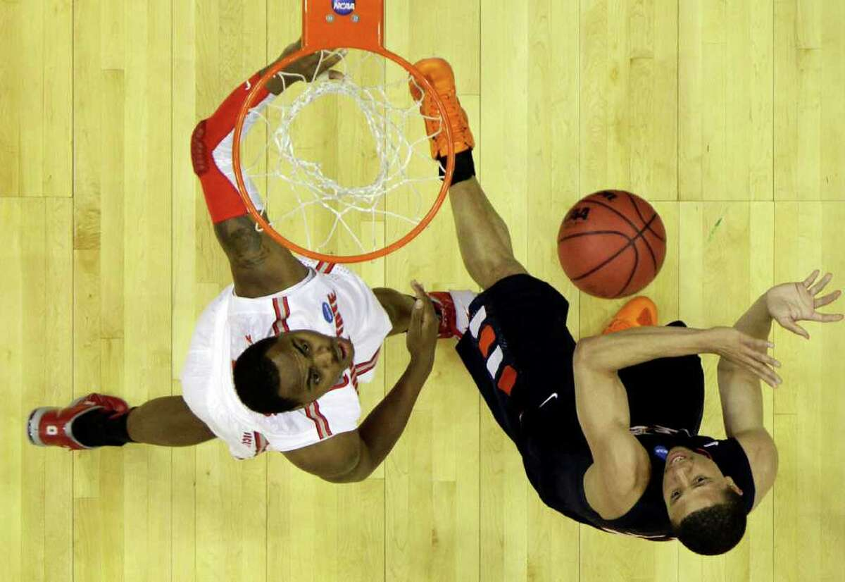 Texas-San Antonio's Devin Gibson, right, shoots over Ohio State's Deshaun Thomas in the first half of an East regional NCAA college basketball tournament second round game Friday, March 18, 2011, in Cleveland. (AP Photo)