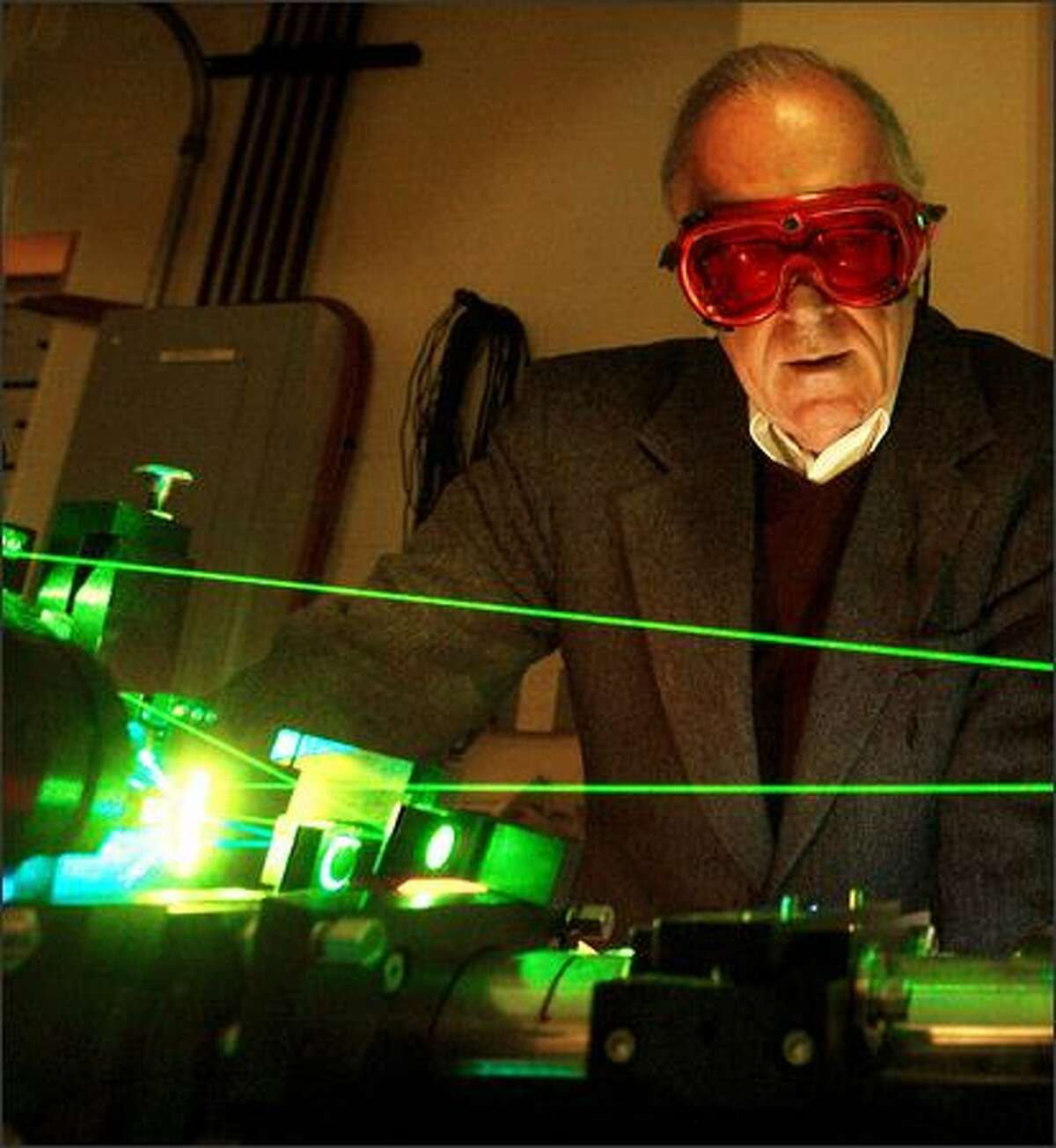 University of Washington physicist John Cramer is preparing to perform an experiment to see if time can go backwards.