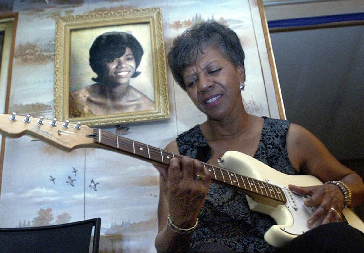 BARBARA LYNN OZEN HOMETOWN: Beaumont, TX PLAY THIS TRACK: