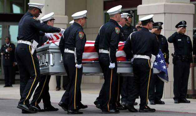 The casket of San Antonio Police Officer Stephanie Brown is carried into Commmunity Bible Church Monday March 21, 2011. Brown died in a car crash while on duty March 15. JOHN DAVENPORT/jdavenport@express-news.net Photo: SAN ANTONIO EXPRESS-NEWS