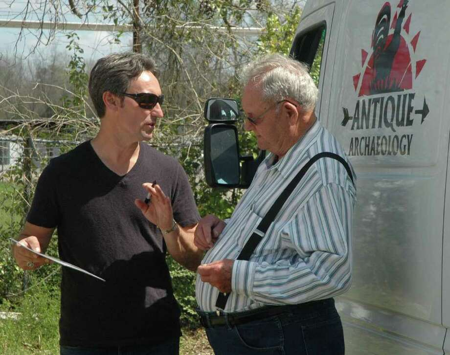 Mike Wolfe of American Pickers signs an autograph during his visit to Jasper. Photo: Jimmy Galvan