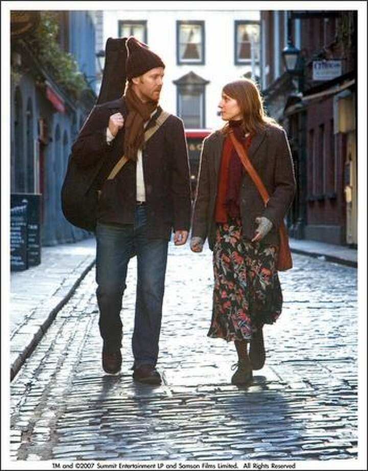A Dublin busker (Glen Hansard) and a Czech immigrant (Marketa Irglova) fall in love. Photo: /
