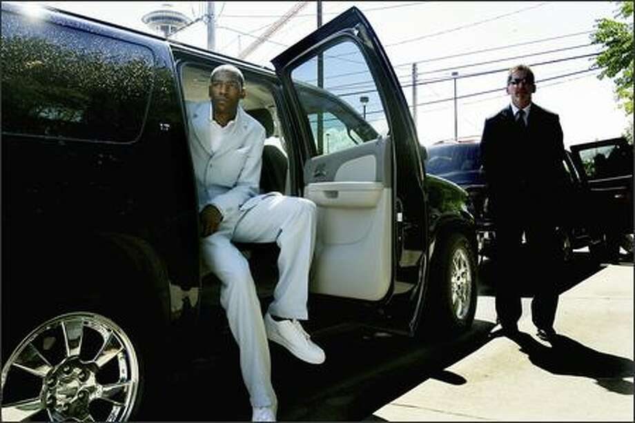 The Space Needle behind him, Sonics draft pick Kevin Durant waits in an SUV after a news conference Friday in which the team officially introduced him. Photo: Dan DeLong/Seattle Post-Intelligencer