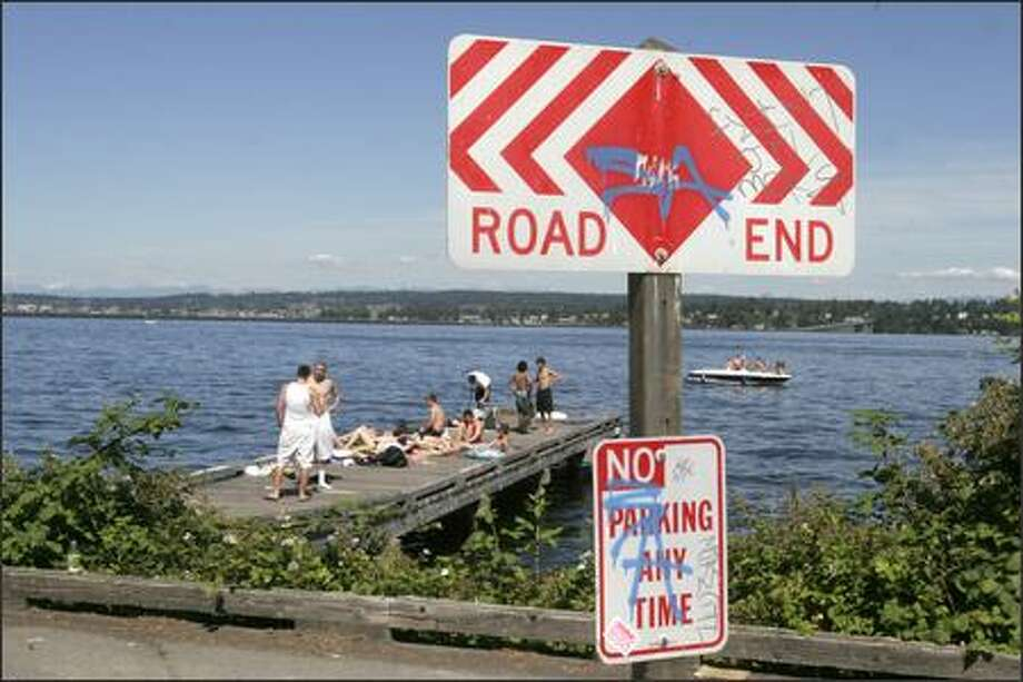 Madison Avenue ends at Lake Washington with a metal barrier and an old ferry dock. Volunteers discussing a neighborhood plan are considering re-creating a park atmosphere location with improved water access, a new day-use dock for boaters and improved landscaping, said Lisa Taylor-Molitch, president of Historic Madison Park. Photo: Meryl Schenker/Seattle Post-Intelligencer