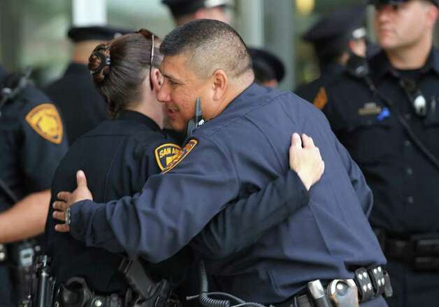 San Antonio police officers embrace at Community Bible Church before the service for San Antonio police officer Stephanie Brown. Brown was killed in a car accident March 15. JOHN DAVENPORT/jdavenport@express-news.net Photo: JOHN DAVENPORT, SAN ANTONIO EXPRESS-NEWS / jdavenport@express-news.net