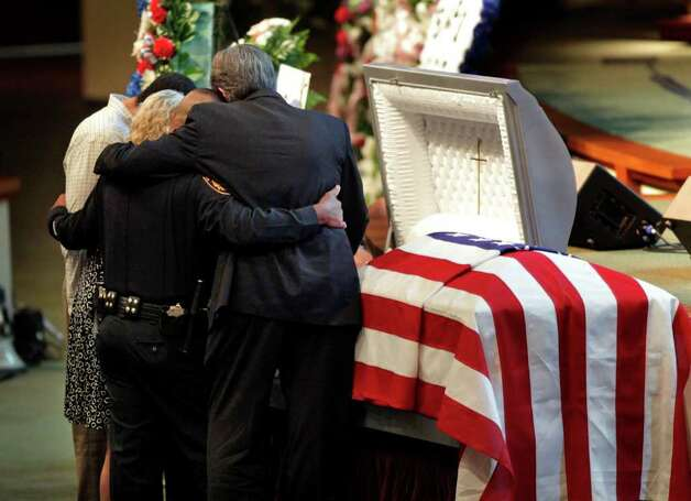 Metro daily  - Family members of fallen San Antonio Police Officer Stephanie Ann Brown grieve at her coffin after the service at Community Bible Church, Monday, March 21, 2011. Photo Bob Owen/rowen@express-news.net Photo: Bob Owen, San Antonio Express-News / rowen@express-news.net