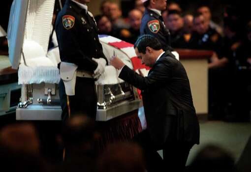 Metro daily  - San Antonio Mayor Julian Castro kneels and prays at the casket during the funeral service for San Antonio Police Officer Stephanie Ann Brown, at Community Bible Church, Monday, March 21, 2011. Photo Bob Owen/rowen@express-news.net Photo: Bob Owen, San Antonio Express-News / rowen@express-news.net
