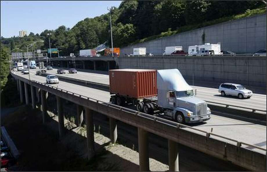 Vehicles move south on I-5 and the Columbian Way South exit. Starting Aug. 10, crews will close two to three of I-5's northbound five lanes between Spokane Street and I-90. Photo: Andy Rogers/Seattle Post-Intelligencer