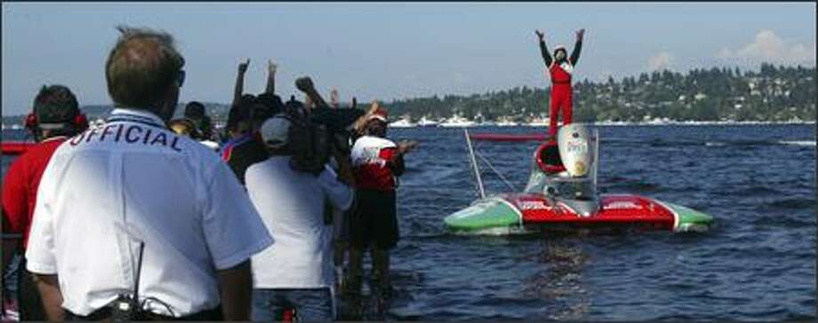 Driver Steve David, atop the U-6 Oh Boy! Oberto boat, celebrates his win in the unlimited hydroplanes with his pit crew at the Chevrolet Cup at Seafair. Photo: Andy Rogers/Seattle Post-Intelligencer