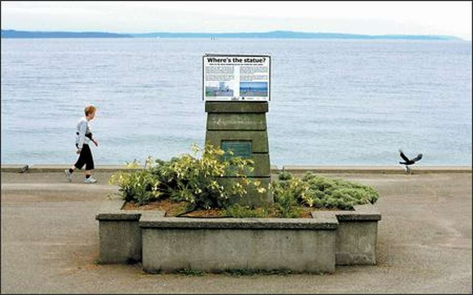 Residents are raising money to upgrade the base for Alki's Statue of Liberty. A sign explaining the proposal is posted on a box above the old pedestal. Photo: Dan DeLong/Seattle Post-Intelligencer