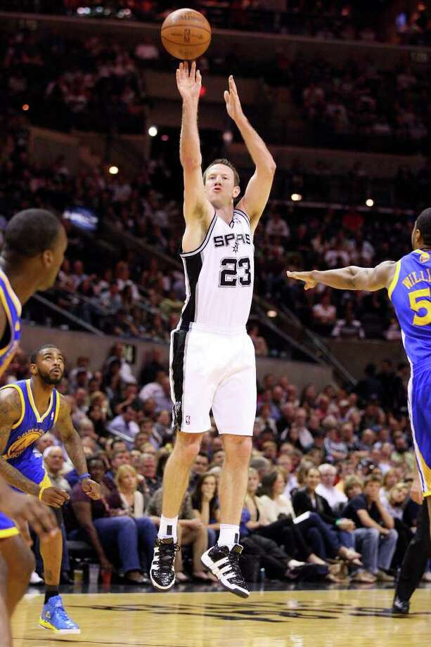 FOR SPORTS - Spurs' Steve Novak shoots a 3-pointer during second half action against the Warriors Monday March 21, 2011 at the AT&T Center. The Spurs won 111-96.  (PHOTO BY EDWARD A. ORNELAS/eaornelas@express-news.net) / SAN ANTONIO EXPRESS-NEWS NFS