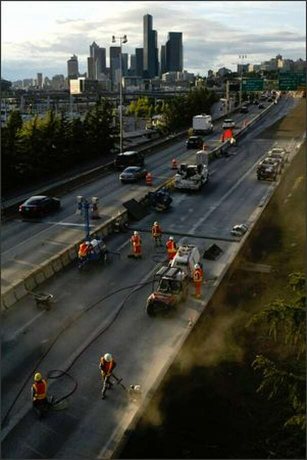 Traffic moves slowly as it is funneled into two lanes through the construction zone on northbound I-5 between Spokane Street and I-90 Sunday,. Photo: Andy Rogers/Seattle Post-Intelligencer