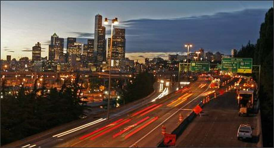 Traffic rolls through the construction project in the northbound lanes of Interstate 5 near the Interstate 90 exit as crews start the process of closing another lane Thursday evening. Photo: Grant M. Haller/Seattle Post-Intelligencer